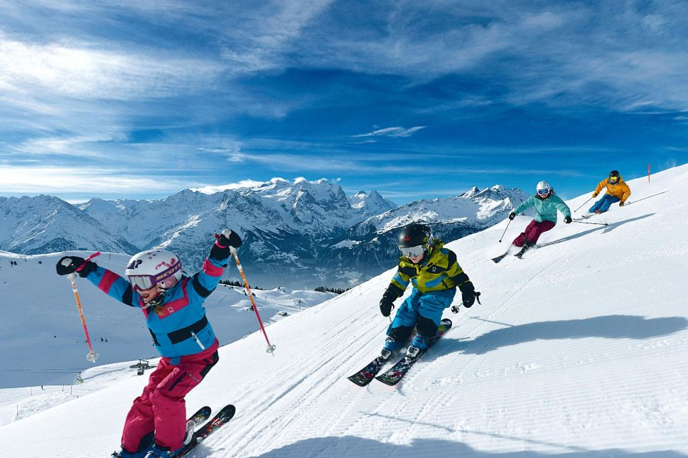 Kidz are skiing in Switzerland